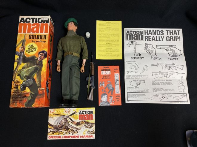 ACTION MAN - 3rd Soldier with Realistic Hair & Gripping Hands - VINTAGE BOXED (ref11)
